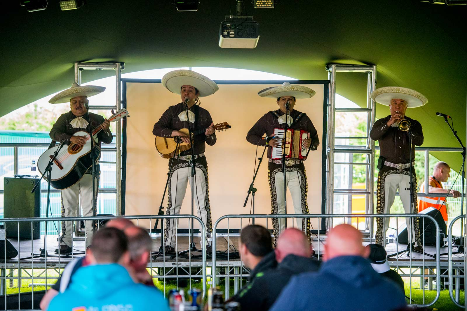 family-entertainment-at-woodlands-campsite-near-circuit-1600w.jpg
