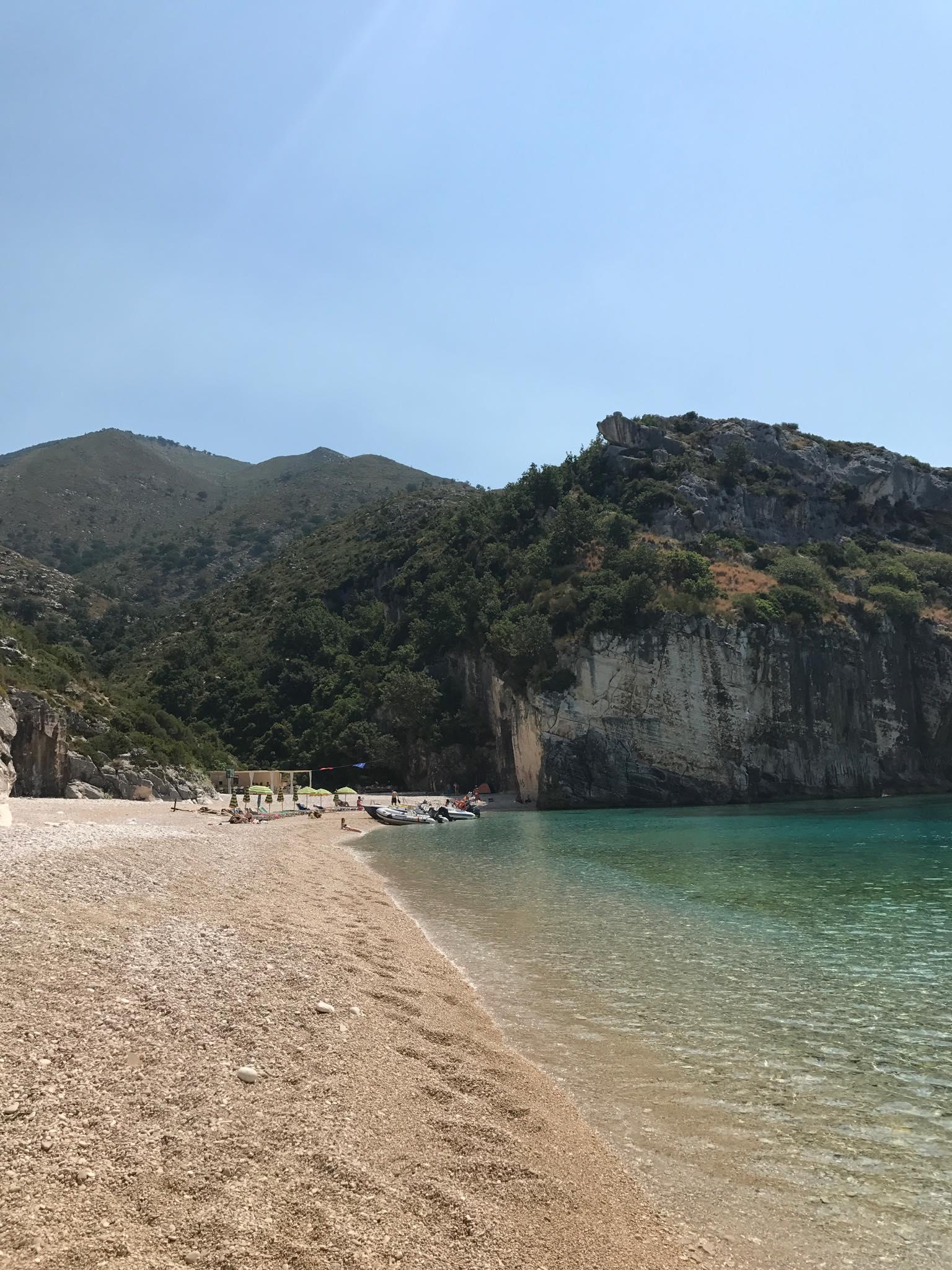 Vain yksi monista Albanian rivieran mystisista rannoista Bay of Grama, joihin sinun on mahdollista päästä tutustumaan. Kuva: Hanne-Mari Ahonen