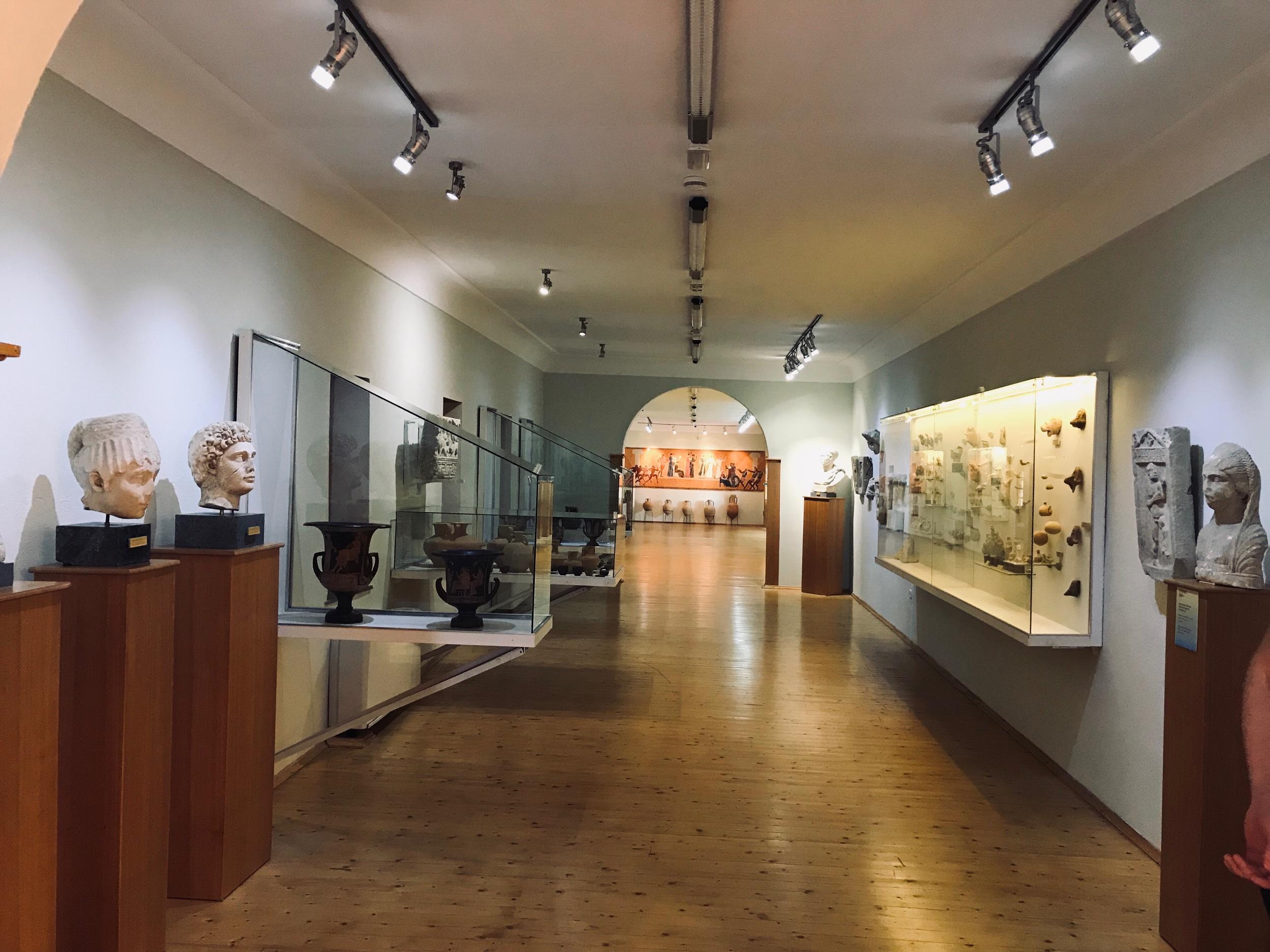 Museossa on esillä säilyneet esineet ja patsaat. Kuva: Mirva Rannisto