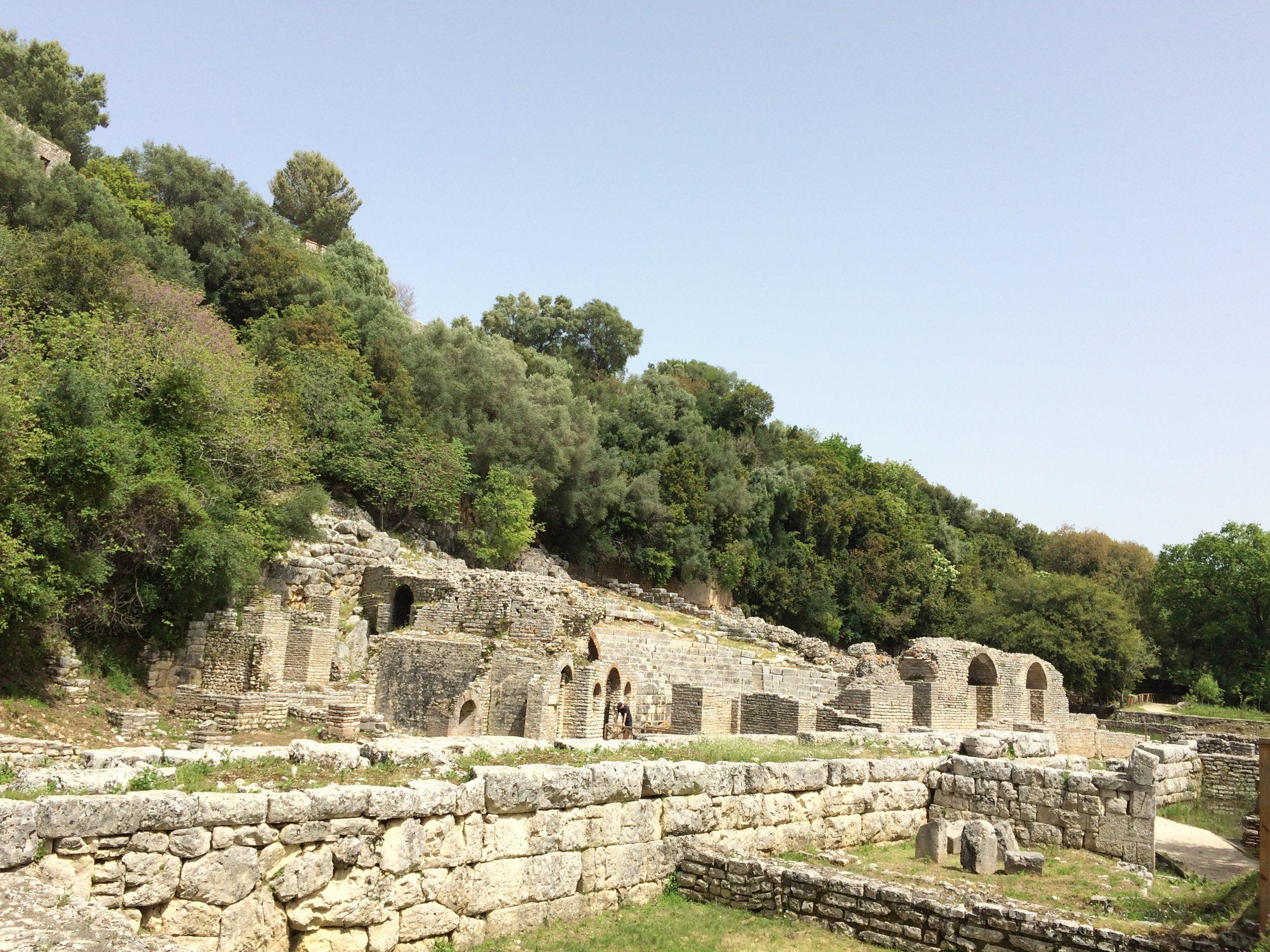 Ensimmäiset nähdyt rauniot alueella. Kuva: Mirva Rannisto