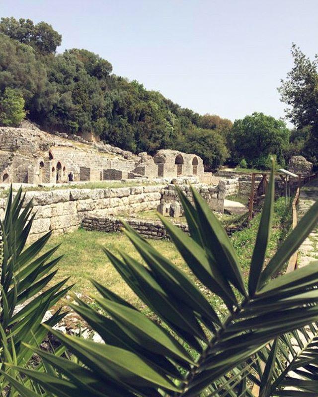 Upea Butrintin arkeologinen puisto! 🏛🐢Lomakotien blogissa UUSI postaus, linkki biossa 👌🏝🆒 Yksi arvokkaimmista arkeologisissa kohteista koko Balkanin alueella- myös Unescon perintökohde. Lue blogin puolelta enemmän meidän vierailusta sekä katso puiston kauniit kuvat 💦👌 #butrint #arkeologinenpuisto #luonnonpuisto #kilpikonna #ekosysteemi #unescoworldheritage #eteläalbania #southalbania #butrintlake #visitalbania #lomavinkki #albanianlomakodit #mirvanmatkassa
