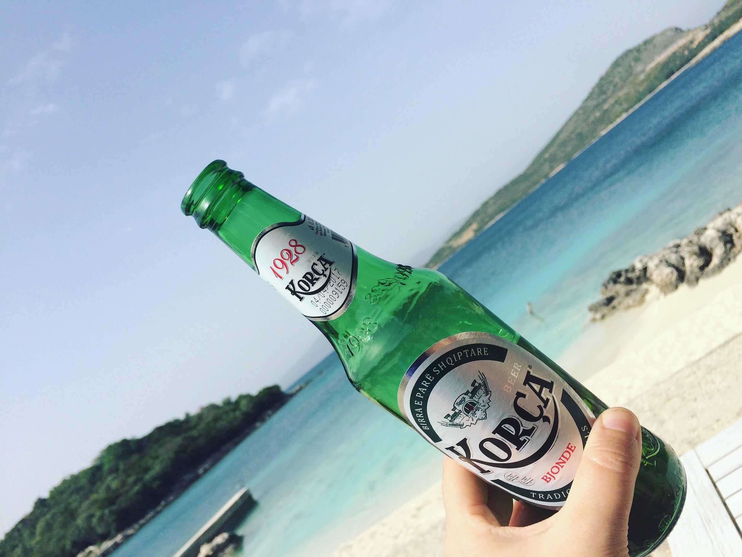 Paikallista Korca olutta. Kuva: Mirva Rannisto