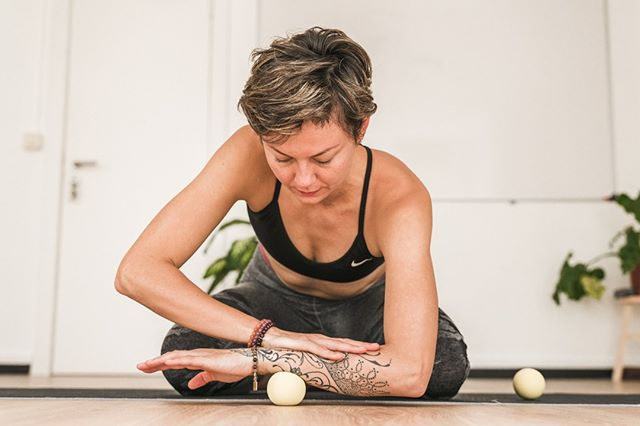 Myofascial Release Self-Massage workshop⠀⠀⠀⠀⠀⠀⠀⠀⠀ Saturday 12 October (14:00-17:00)⠀⠀⠀⠀⠀⠀⠀⠀⠀ @radiantlightyoga⠀⠀⠀⠀⠀⠀⠀⠀⠀ ⠀⠀⠀⠀⠀⠀⠀⠀⠀ Learn self-massage and myofascial release with effective techniques to roll the 'issues out of your tissues'. Samantha will explain how the fascia connects the entire body, its' function and the role it plays in injuries, chronic tension, pain and repeated movement injuries.⠀⠀⠀⠀⠀⠀⠀⠀⠀ This workshop is for anybody:⠀⠀⠀⠀⠀⠀⠀⠀⠀ - We will cover ways to release tension out of all areas of the body⠀⠀⠀⠀⠀⠀⠀⠀⠀ - Focus on common areas of tension such as the shoulders, neck, lower back and hips.⠀⠀⠀⠀⠀⠀⠀⠀⠀ - Leave with knowledge and tools for relaxation and even help with managing chronic pain.⠀⠀⠀⠀⠀⠀⠀⠀⠀ ⠀⠀⠀⠀⠀⠀⠀⠀⠀ #myofascialrelease #massage #therapy #chronicpain #frozenshoulder #migraine #mobility #relaxation