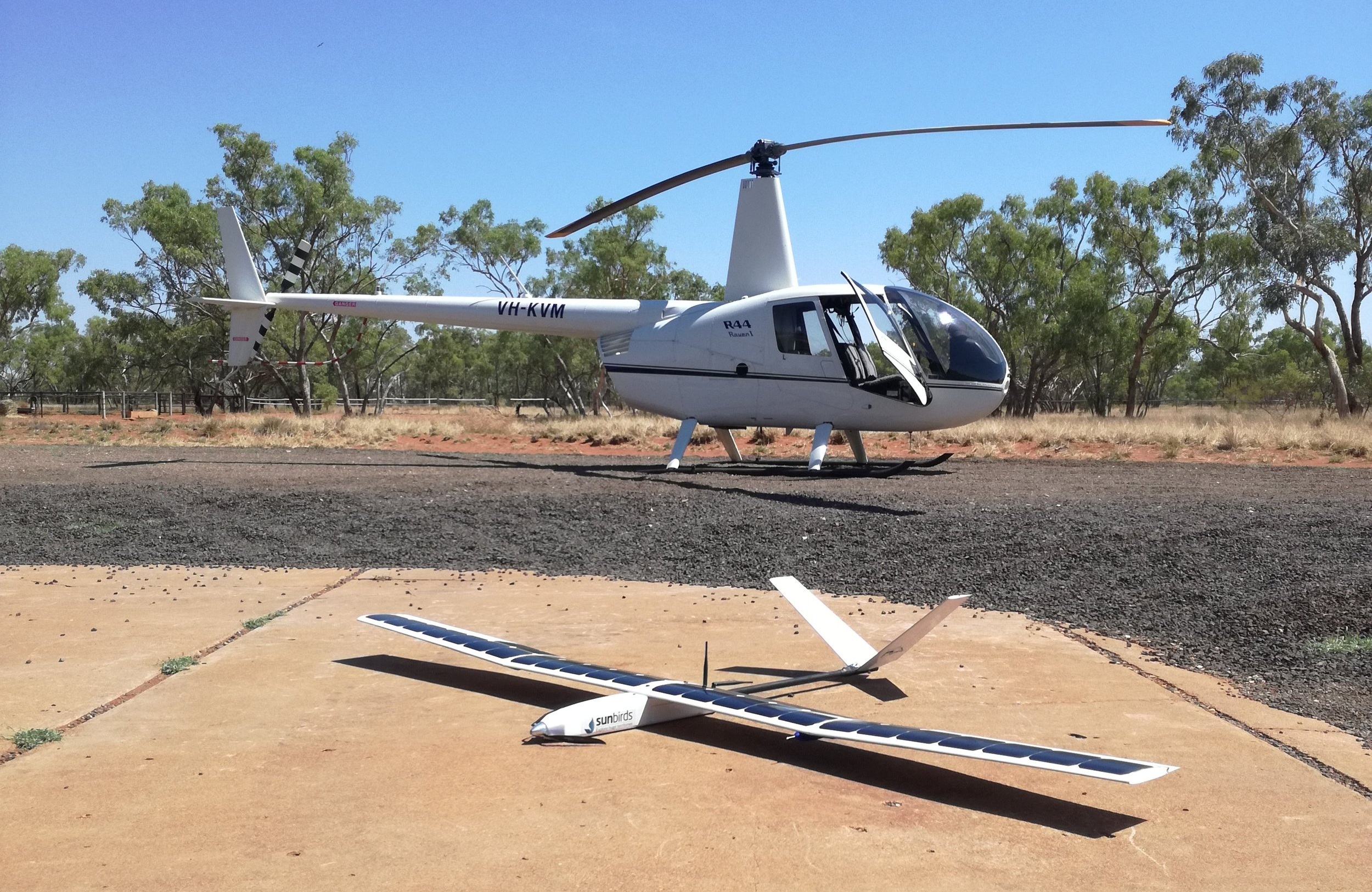 A producer-led innovation - Sunbirds has developed a solution based on its solar powered drone and on landholders' requirements. Contrary to IOT sensors, our drones don't just provide water volume data : they also provide an aerial view of the area surrounding a water point. It gives the same level of information as flying a pilot around the station. HD pictures taken by the drone are displayed on a map of the station and allow to zoom in to get detailed information. Landholders have identified water issues : low level, poor quality, algae, leaks etc. Other information include breaches in fencelines, gates left open, feral animals, dead & bogged cattle and several other abnormalities.