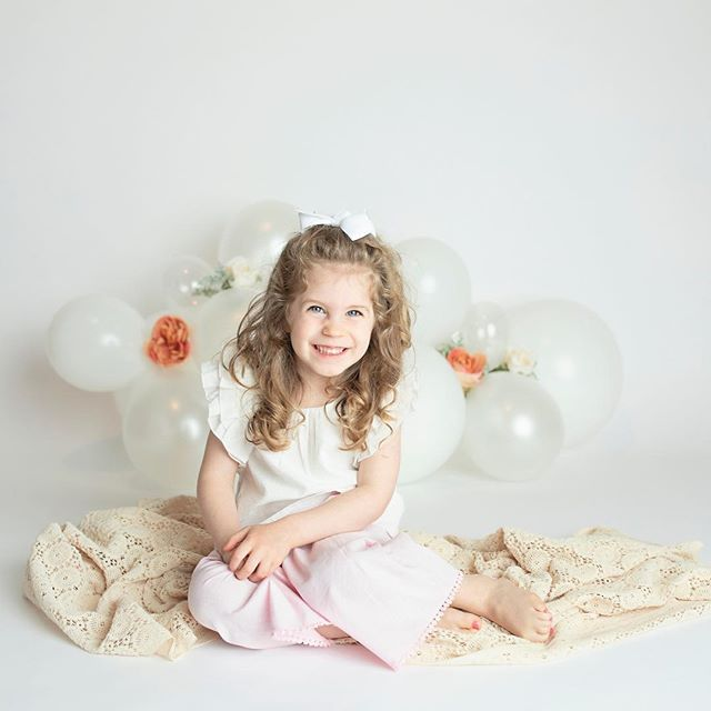 Snuck in a quick photo before little sister's cake smash! So cute l! #goldmoosephotography #sweetandsimple #bigsister