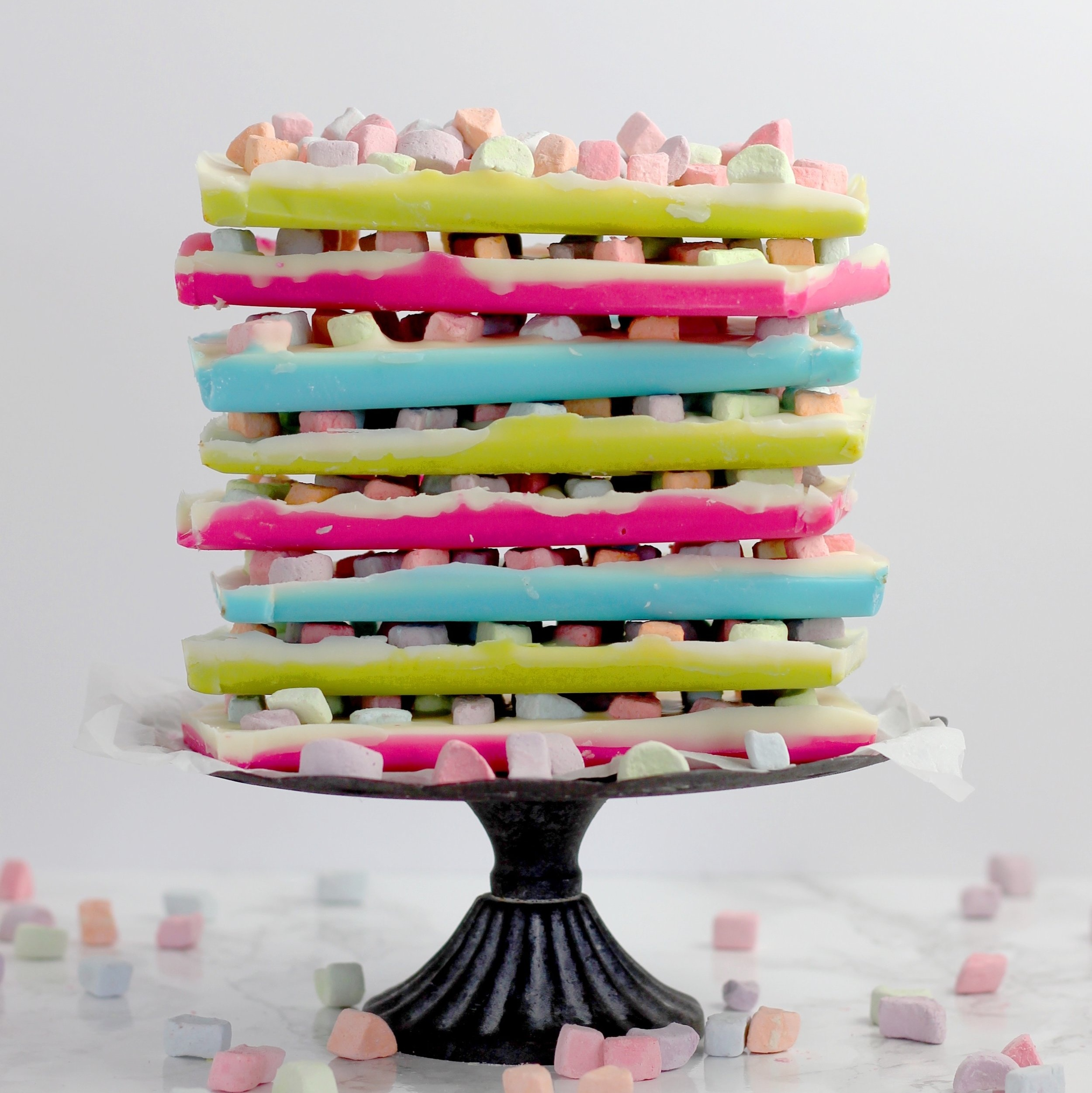 Turn the classic American cereal into a bright and colourful cake!