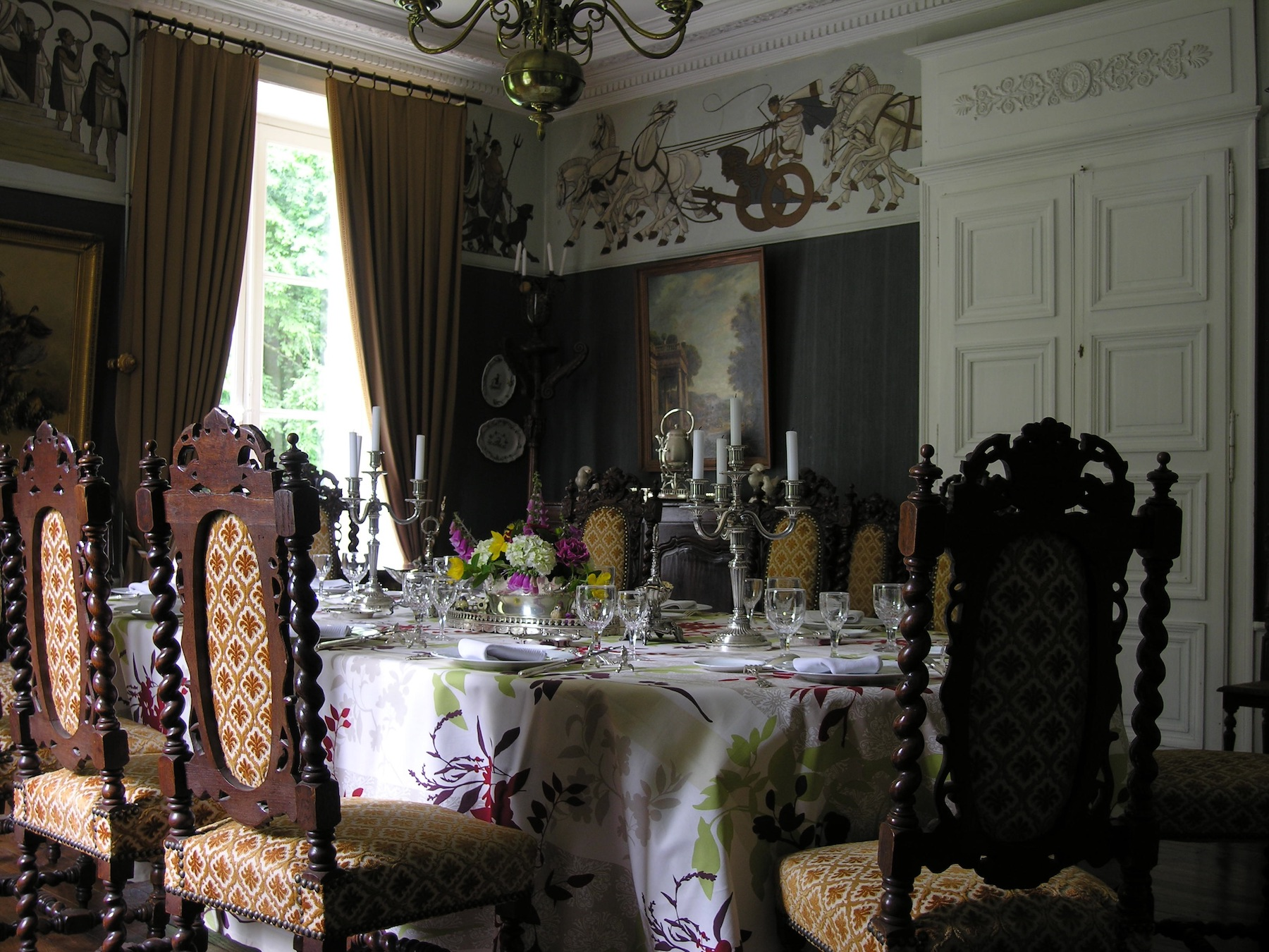 A LA CARTE... - Contact us if you would like to organise a special dinner in one of our neighbour's chateaux.