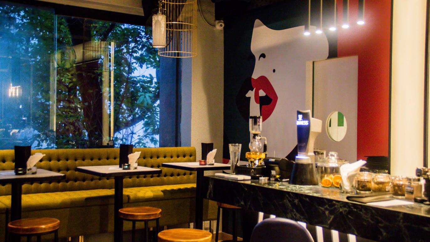 Bar Review: SlideOn79 -
