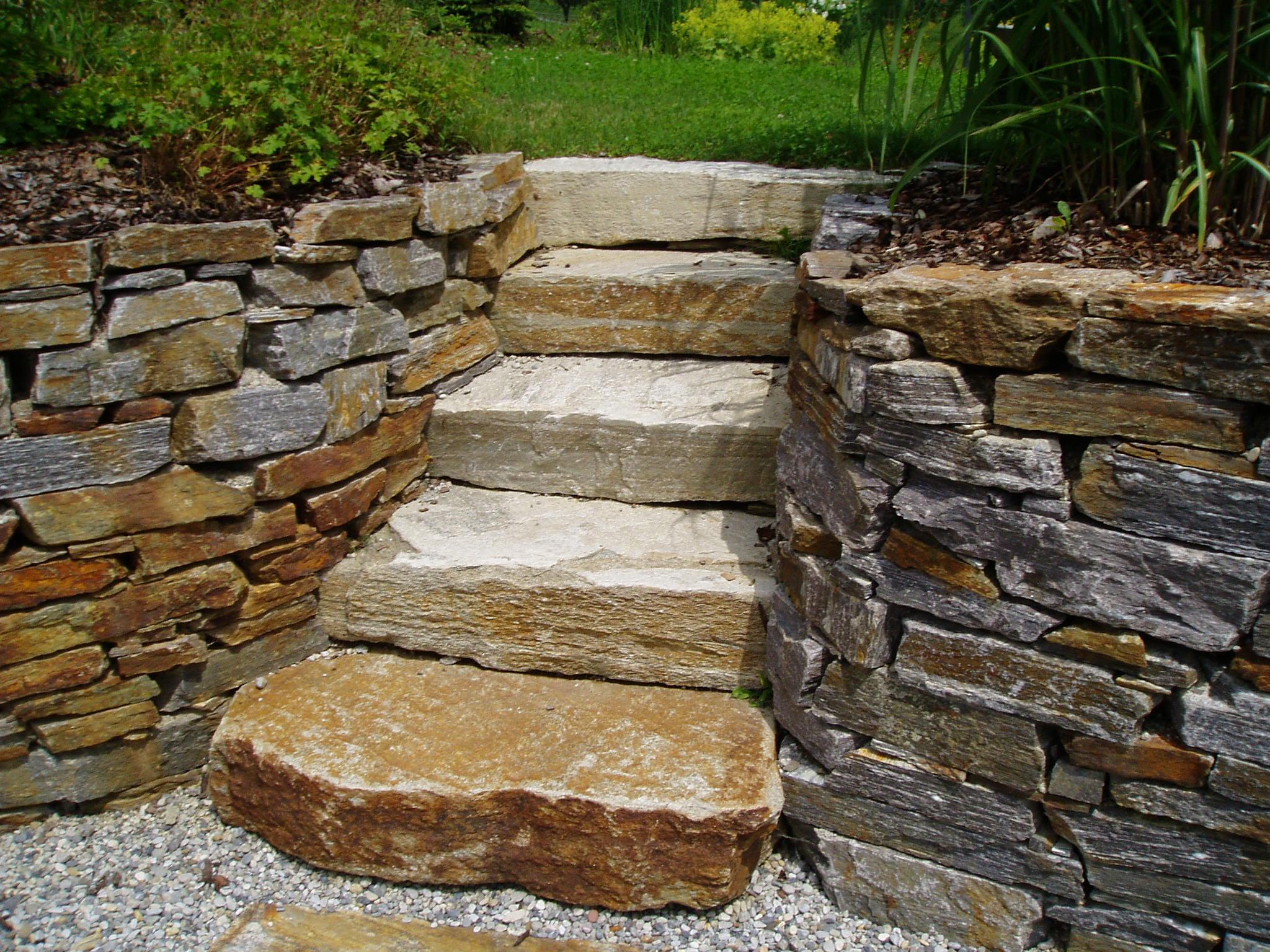 Naturstein Gartentreppe in einen neuen Raum
