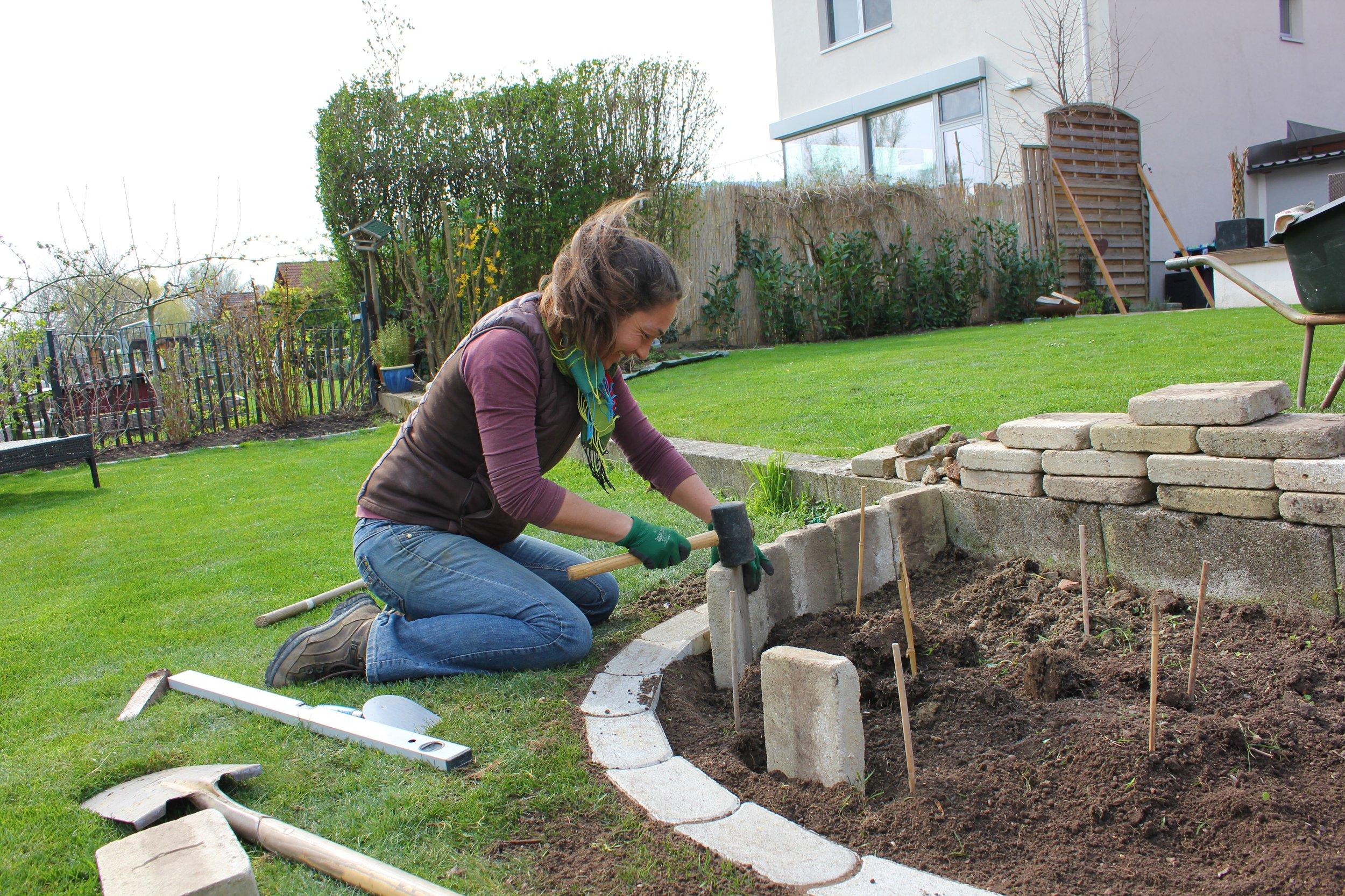 Recycling-Kräuterspirale für den Naturgarten