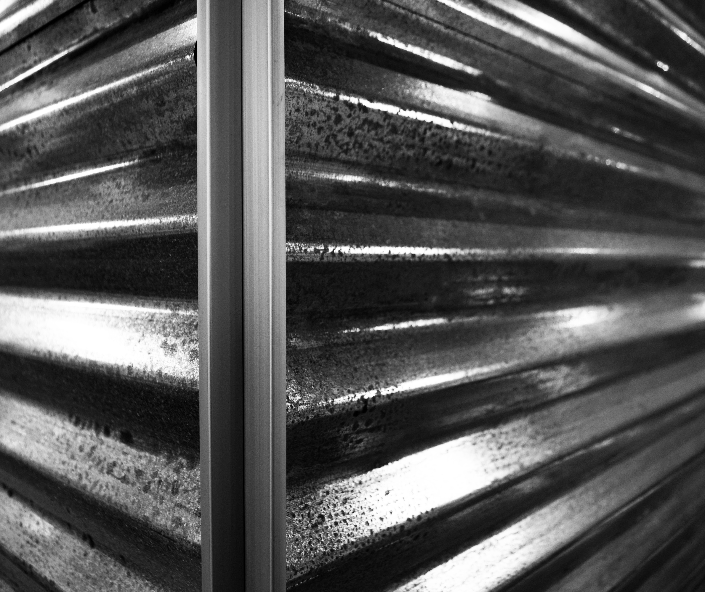 bw-corrugated box corner detail.jpg