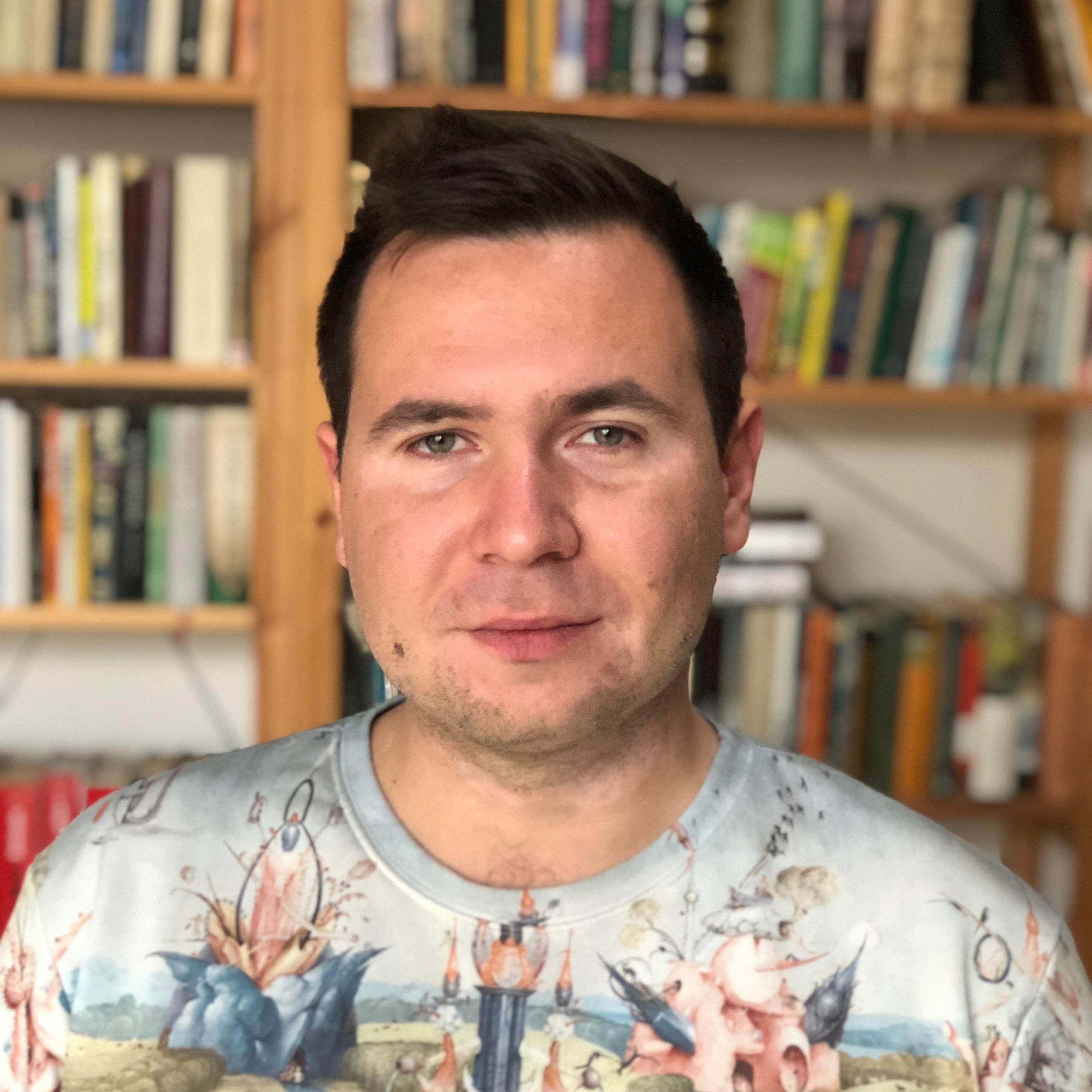 Adam Ondráček - Brand developer, který rád přesvědčuje byznysmeny, aby jejich značky vracely více do společnosti a méně vydělávaly. Kupodivu ho celkem poslouchají.