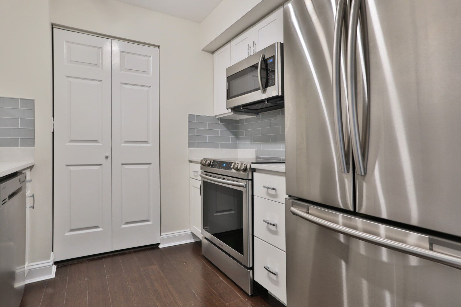 Boston, MA - 16 Harcourt Street, Unit 5D in Boston, MA, recently sold for it's full asking price of $1,125,000. This two bed, two full bath is located directly behind Copley Mall in Boston at the Residences at Copley Place. Thank you to Cerqueira Construction for making this unit look one-of-a-kind!