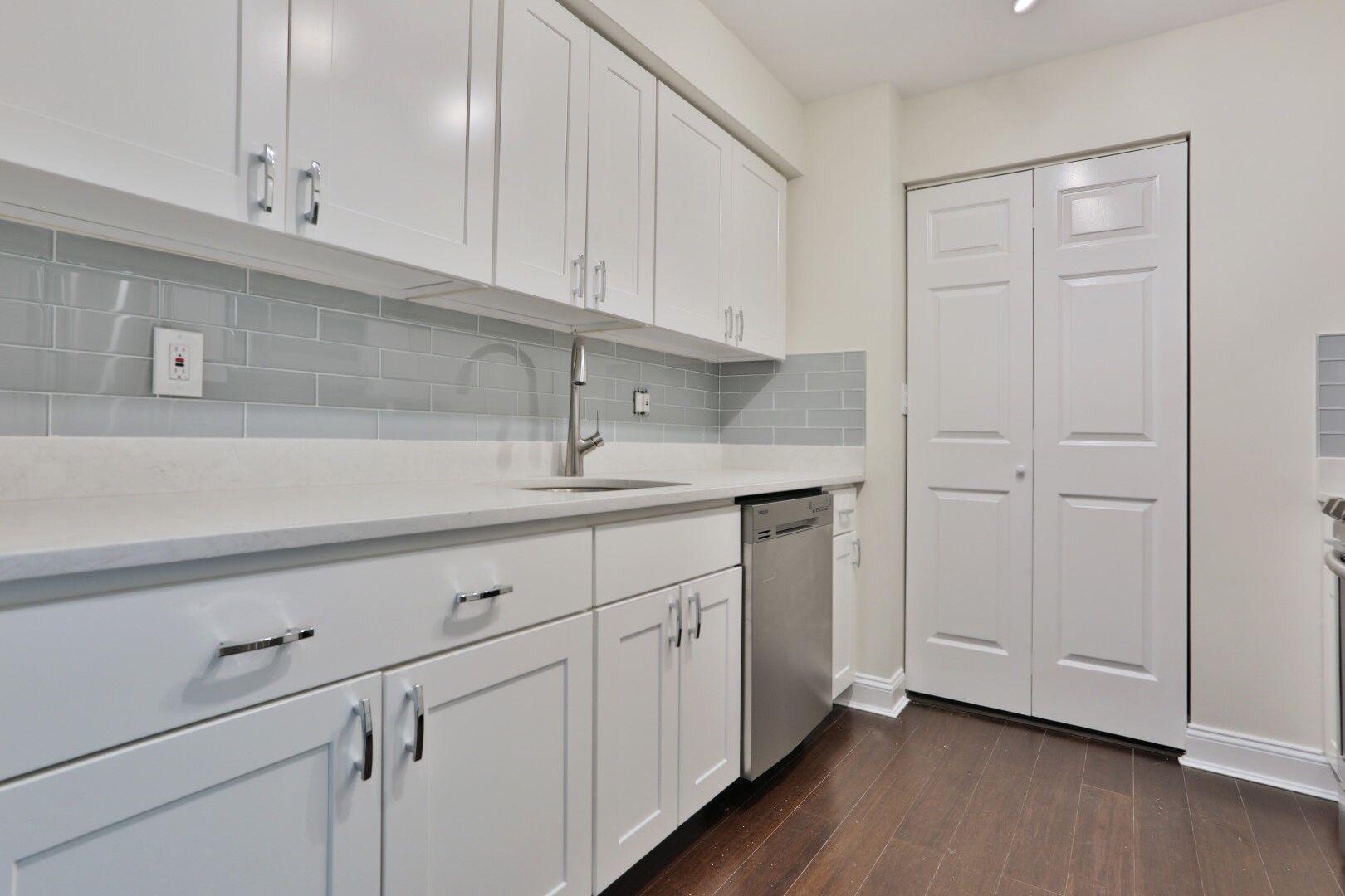 16 harcourt kitchen 2-3.JPG