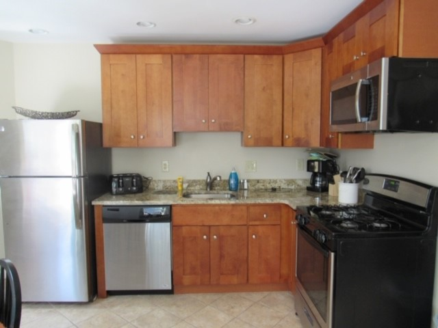 400 Hanover 2A kitchen.jpg