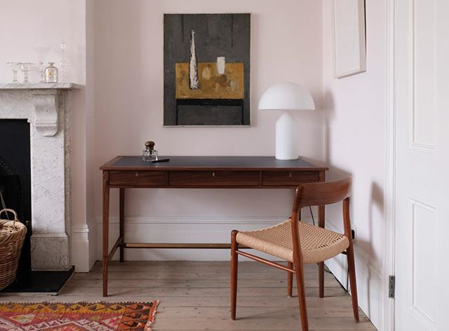 Designed by the brilliant @nathalie_deleval for my recent project in Camden Town this walnut Bronte desk is a beautiful and elegant and thoroughly contemporary take on a classic writing table. It's design draws wide ranging inspiration from the classic shapes and scale of Georgian furniture through to the functional simplicity of the Shakers. It has gorgeous traditional detailing, a specially cast brass key and a dark blue grey Lino top all of which means it sits perfectly alongside furniture old and new in a rather lovely very early Victorian drawing room.  #writingtable #londonsittingroom #londondrawingroom #londoninteriors #custommadefurniture #interiordesign #designforliving #atableforwriting #camdentowninteriors #furnituredesign