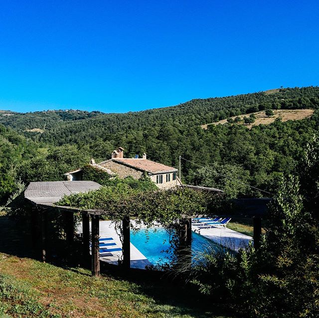 In need of a last minute holiday? @lestabbielline is a gorgeous large family owned house in the wooded valleys of Tuscany with a fabulous pool. Sudden availability for September. Do DM for more details. It really is rather wonderful.  #lestabbielline #tuscany #tuscanholidays #italianholidayhome #tuscanretreat #anghiari