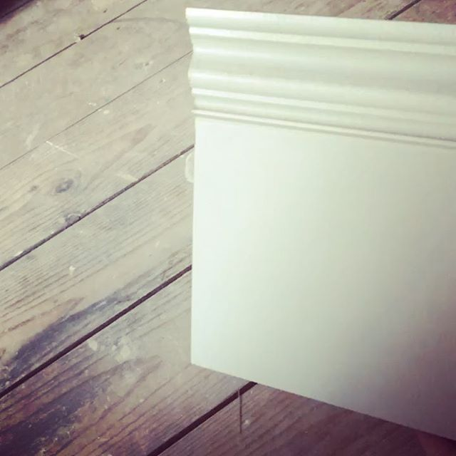 Fitting skirtings this week at my house, big renovation on the go, always enjoy working with characterful profiles...... makes the scribes more interesting #ourpyrfordrenovation #eastwoodcarpentry #skirtingworld #skirtingboards #2ndfix #surreyrenovation