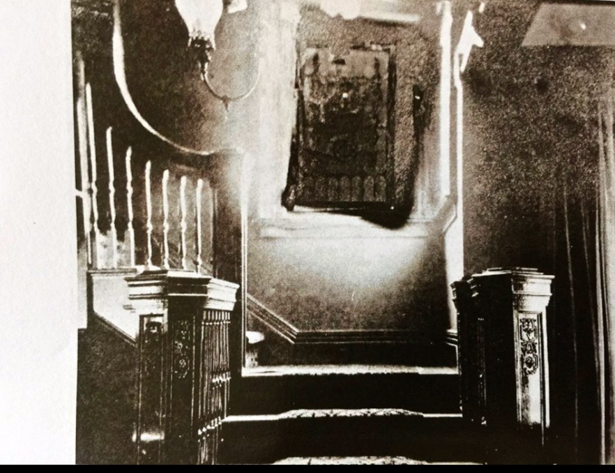 - An 1910 interior picture of the staircase.