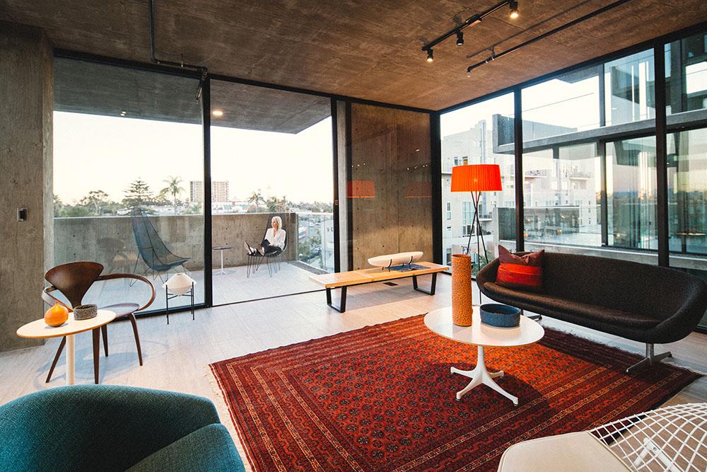 mr-robinson-hillcrest-interior.jpg