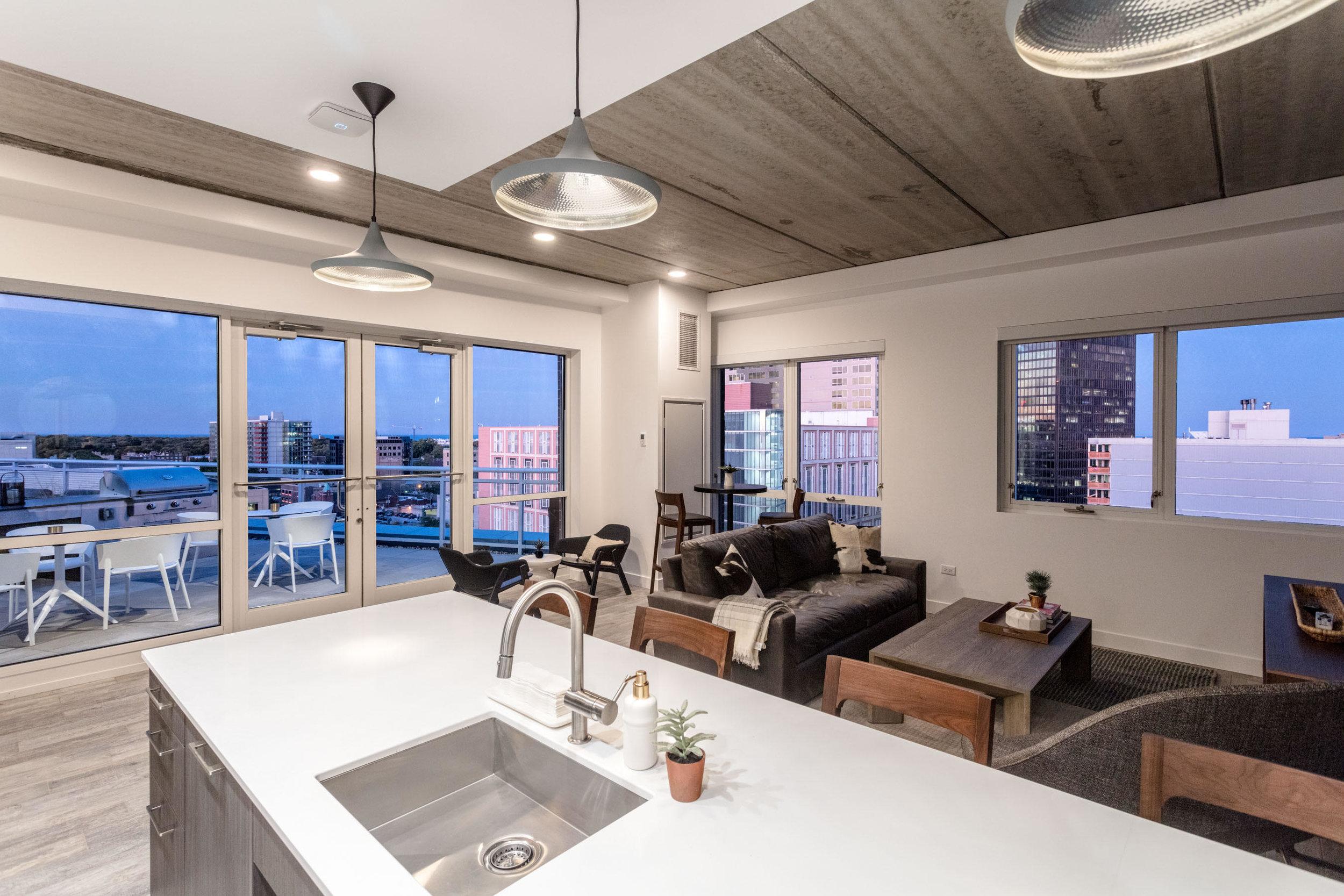 Centrum Evanston - Resident Lounge - 01.jpg