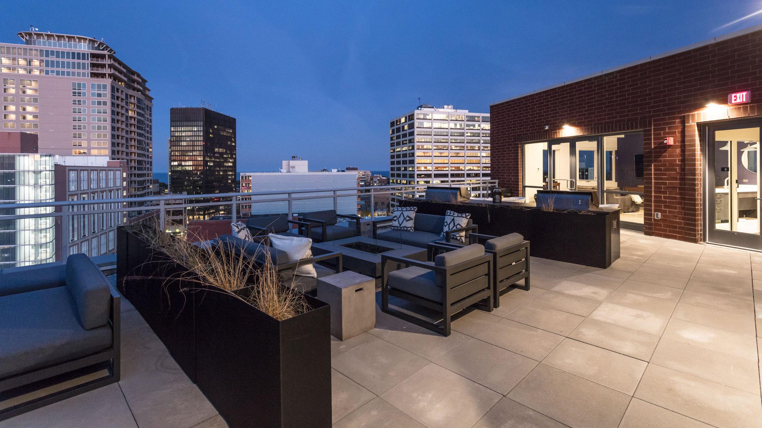Centrum Evanston - Rooftop Deck - 04.jpg