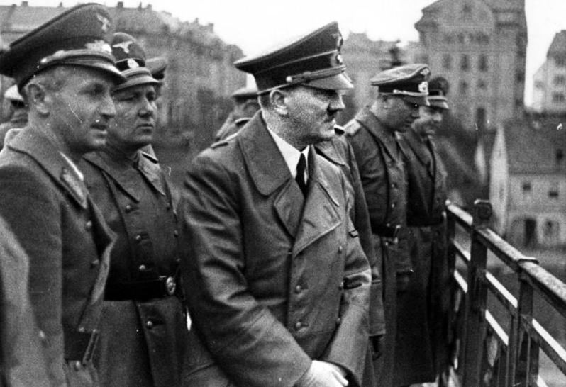 - Adolf Hitler On Maribor Bridge, April 1941 (Bundesarchiv bild 121-0723)