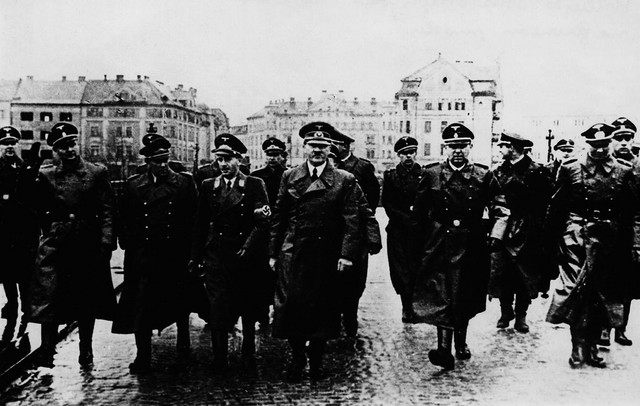 - Adolf Hitler in Maribor , 26 April 1941 (http://www.znaci.net/00003/518)