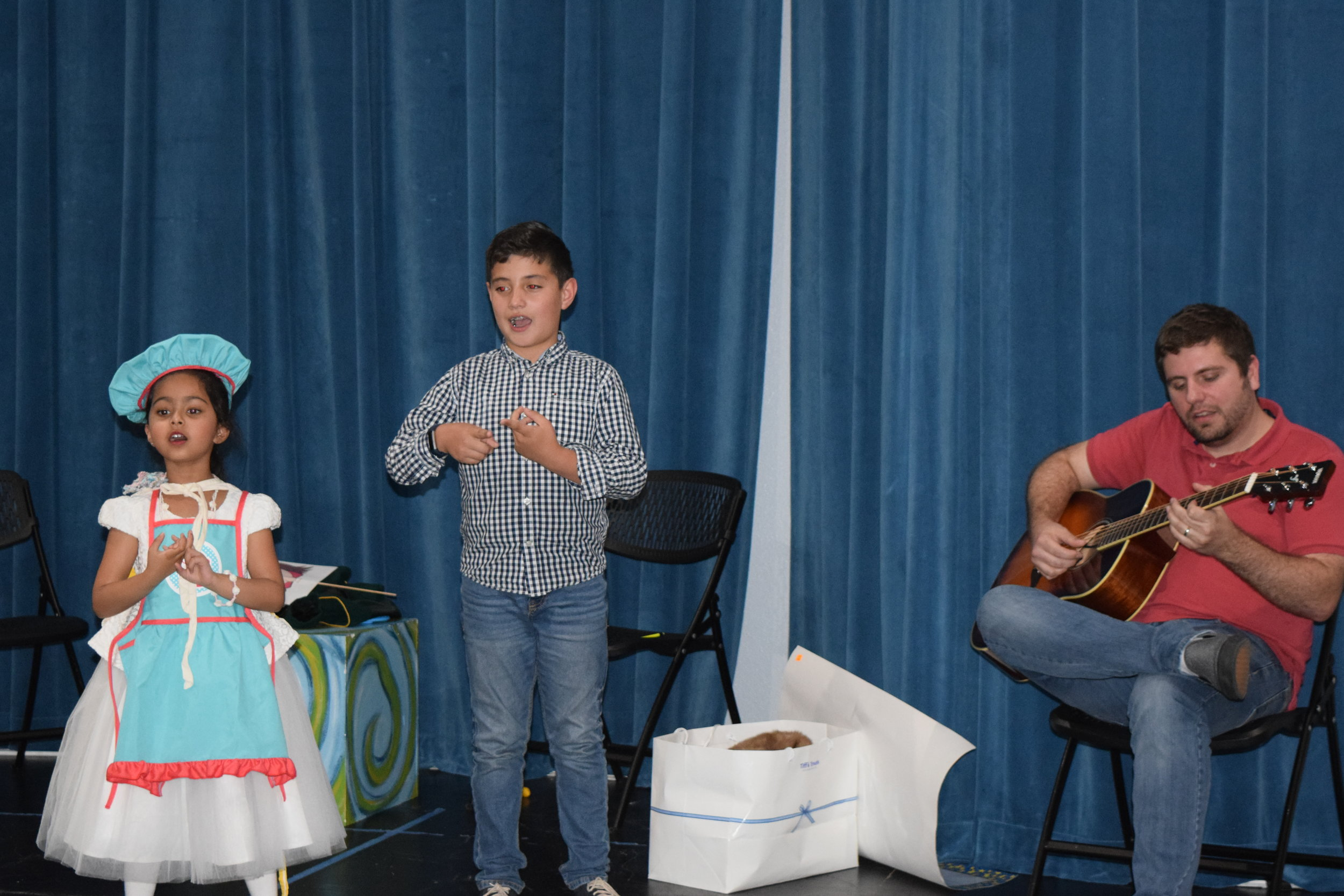 French through the Story of Cinderella & the Prince (Ages 7-11) - Reagan High School (NEISD)- 8 Sessions -$125