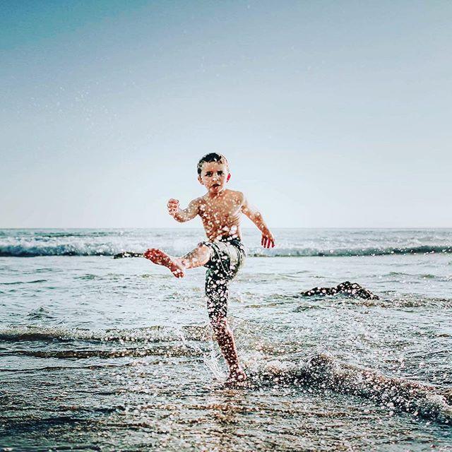 He makes a splash wherever he goes. . . . #clickpro #clickinmoms #clickwalk2018 #clickphotoschool #ig_kids #childofig #magicofchildhood #canonphotography #letthemexplore #theeverydayportrait_ #ourlightwithin #thesugarjar #gramoftheday #gotd_2095