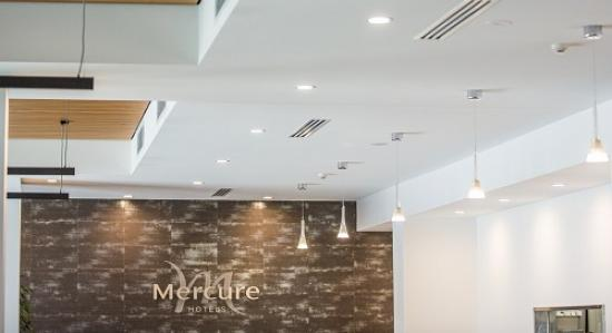Foyer-area-of-the-mercure-williamtown-air-conditioners-installed-by-nsw-m&h-air-conditioning.jpg