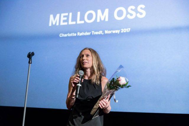 Vinner av Publikumsprisen – Charlotte Røhder Tvedt og Filmprosjektet Mellom Oss – Produsent  Mari M. Vistven  tok imot prisen. Foto Johnny Vaet Nordskog (2017)