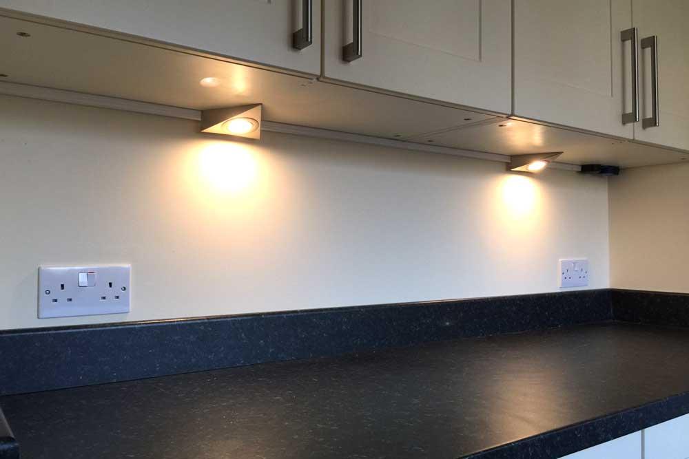 Hi-Spec-Electrics-kitchen-cabinet-lighting.jpg