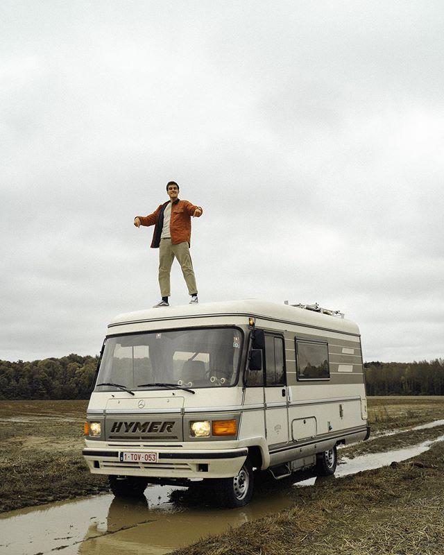 That's my boy !  #henrithebus est enfin prêt pour une nouvelle aventure. Ca risque d'être haut en couleur ! Nouvelle marquise, nouveaux pneus cross @bfgoodrichtires , intérieur fraîchement restauré... Il est plus que prêts pour affronter les routes et les pistes qui l'attendent. . Je prépare la première vidéo de cette nouvelle aventure, ça arrive bientôt. #henrithebus #roadtrip #overland