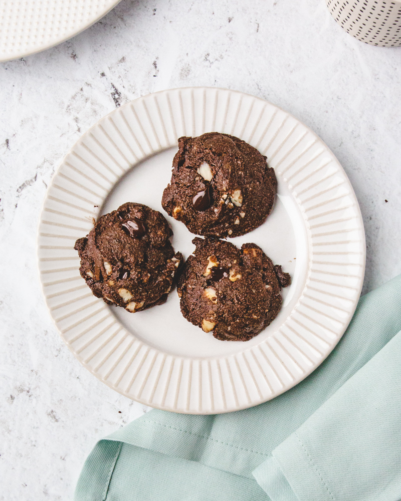 Recipe for Gluten-Free Chocolate Macadamia Nut Cookies. #easy #healthy #almondflour #paleo #dairyfree #norefinedsugar #baking