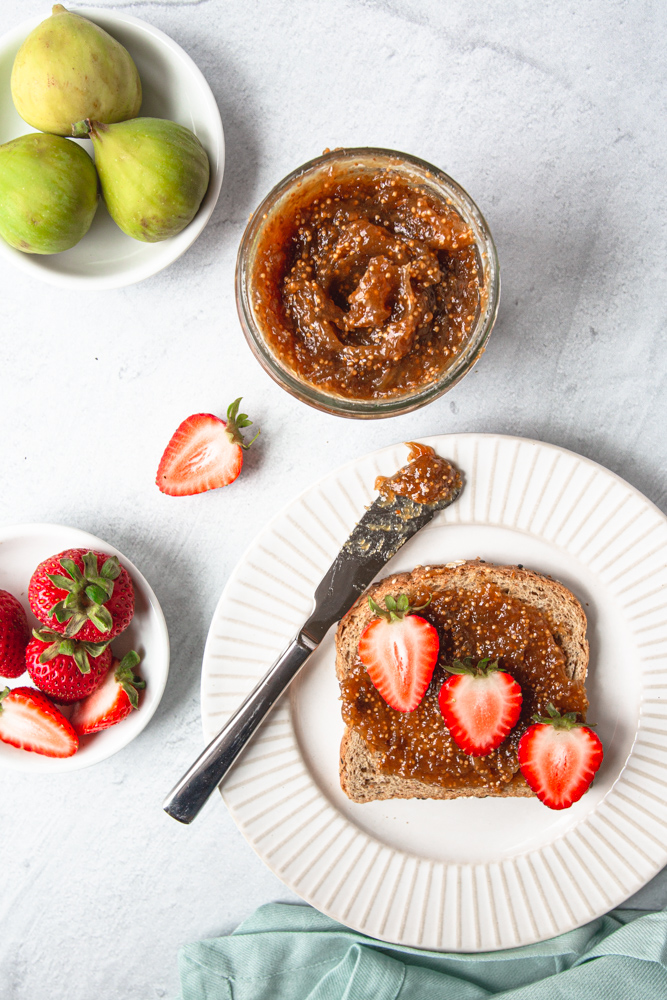 Learn how to make this easy homemade fig jam recipe with no sugar! #smallbatch