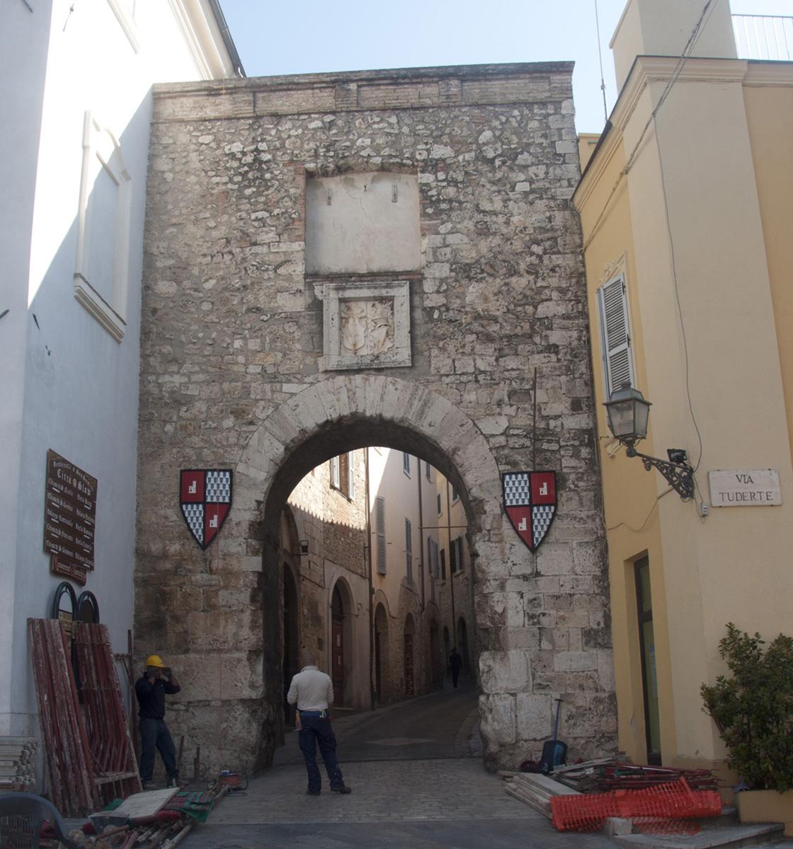 San Gemini, Porta Burgi