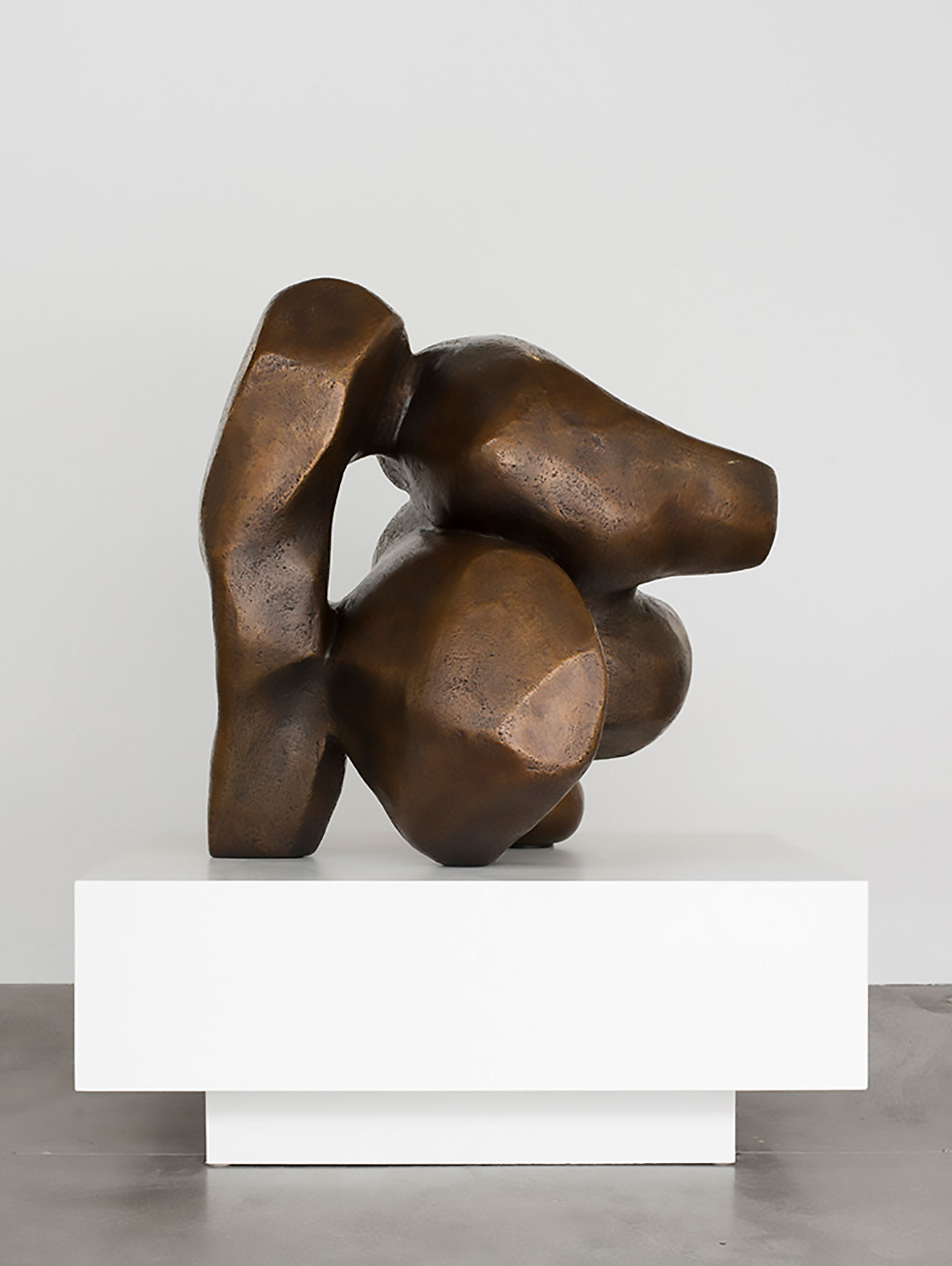 """Venus Redux , 2018 Pièce unique dans une série de 3 Bronze 48 x 42 x 36""""."""