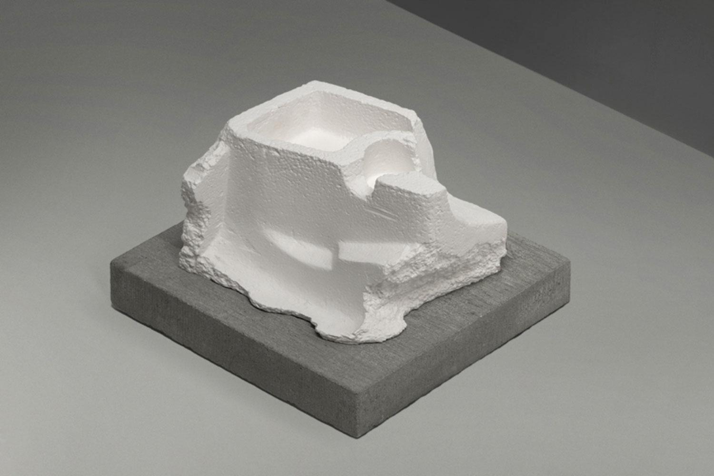 """Ruin , 2014  Édition de 4 Poterie issue de moules de coulage avec cire pigmentée 7 7/8 x 8 5/8 x 6 3/4""""."""