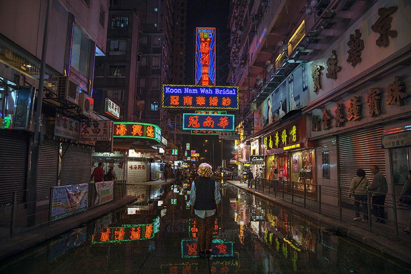 """Hong Kong City Lights,  2016, Édition de 3, Impression au jet d'encre, 40 1/8 x 59 7/8""""."""