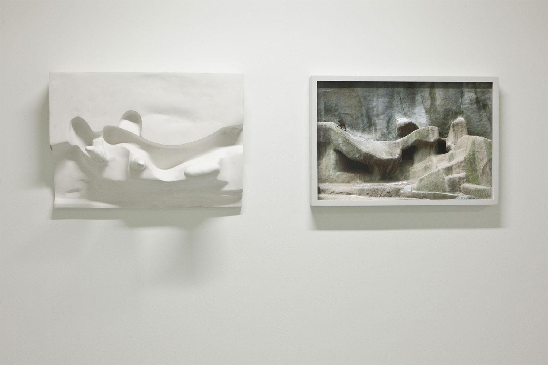 """Relief , 2008-2012 Édition de 2 Plâtre Hydrocal et photographie à jet d'encre  16 7/8 x 48 x 11 3/4'""""."""