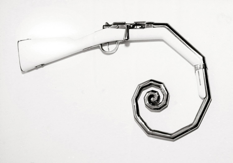 """Trompe , 2006 Fusil de chasse modifié  18 1/8 x 32 1/4""""."""