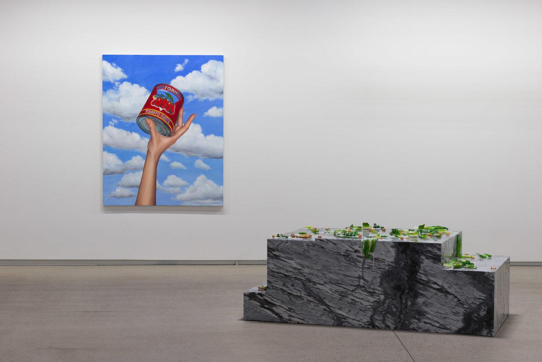 """Olive Garden of Eden, 2016  Uréthane, huile, marble, poivre, 26 ½ 70 x 36"""" (Vue d'installation)."""