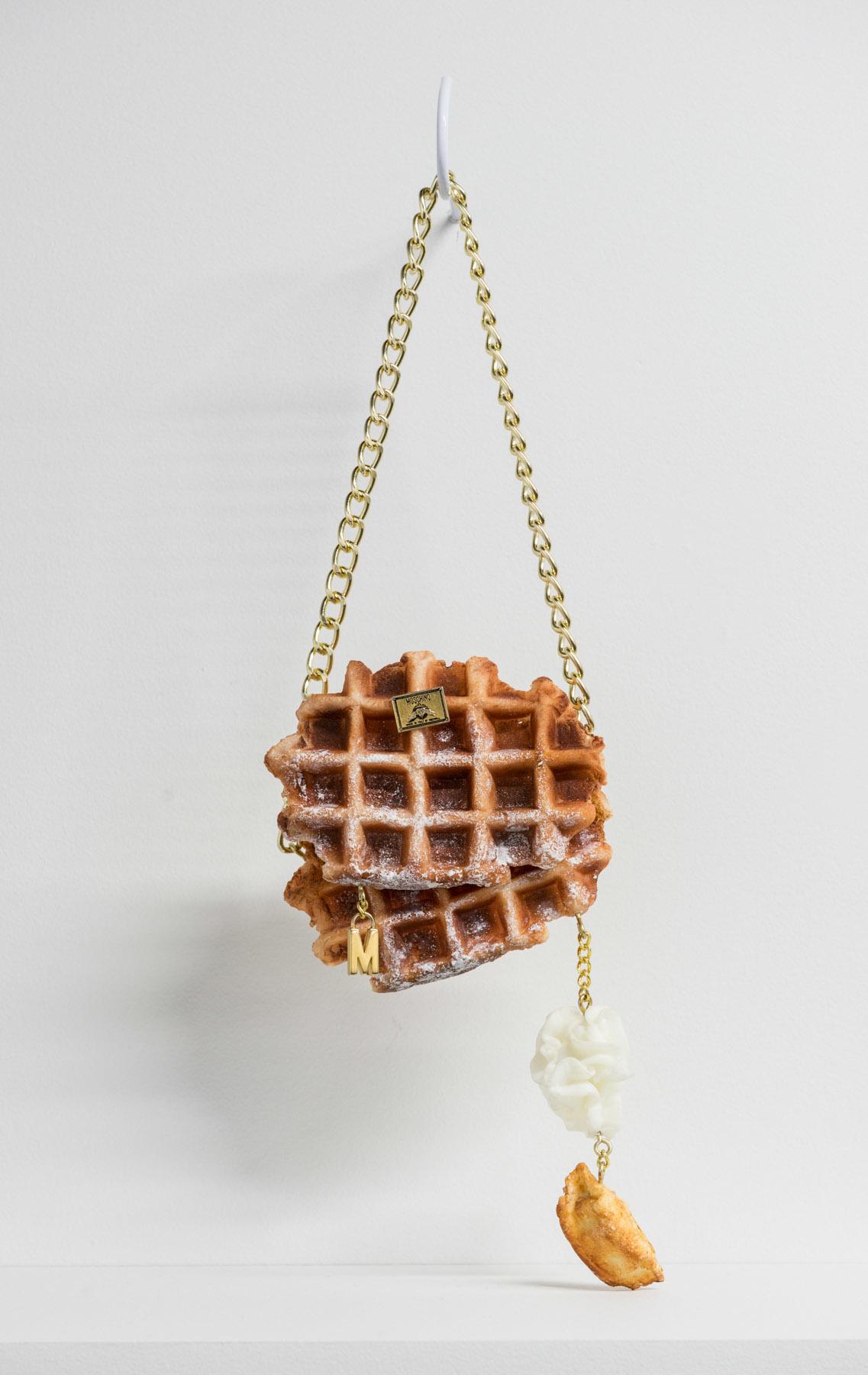 "Belgian Moschino Waffles, 2015 Huile, uréthane et matériel de bourse 6 x 6""."