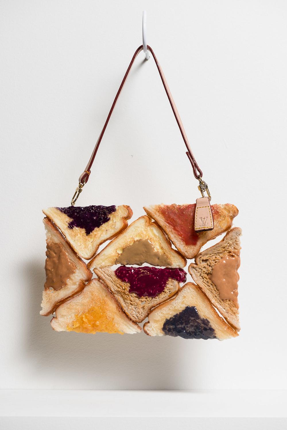 """Cream Cheese and Jam Bagel no.5, 2015 Huile, uréthane et matériel de bourse 5""""."""
