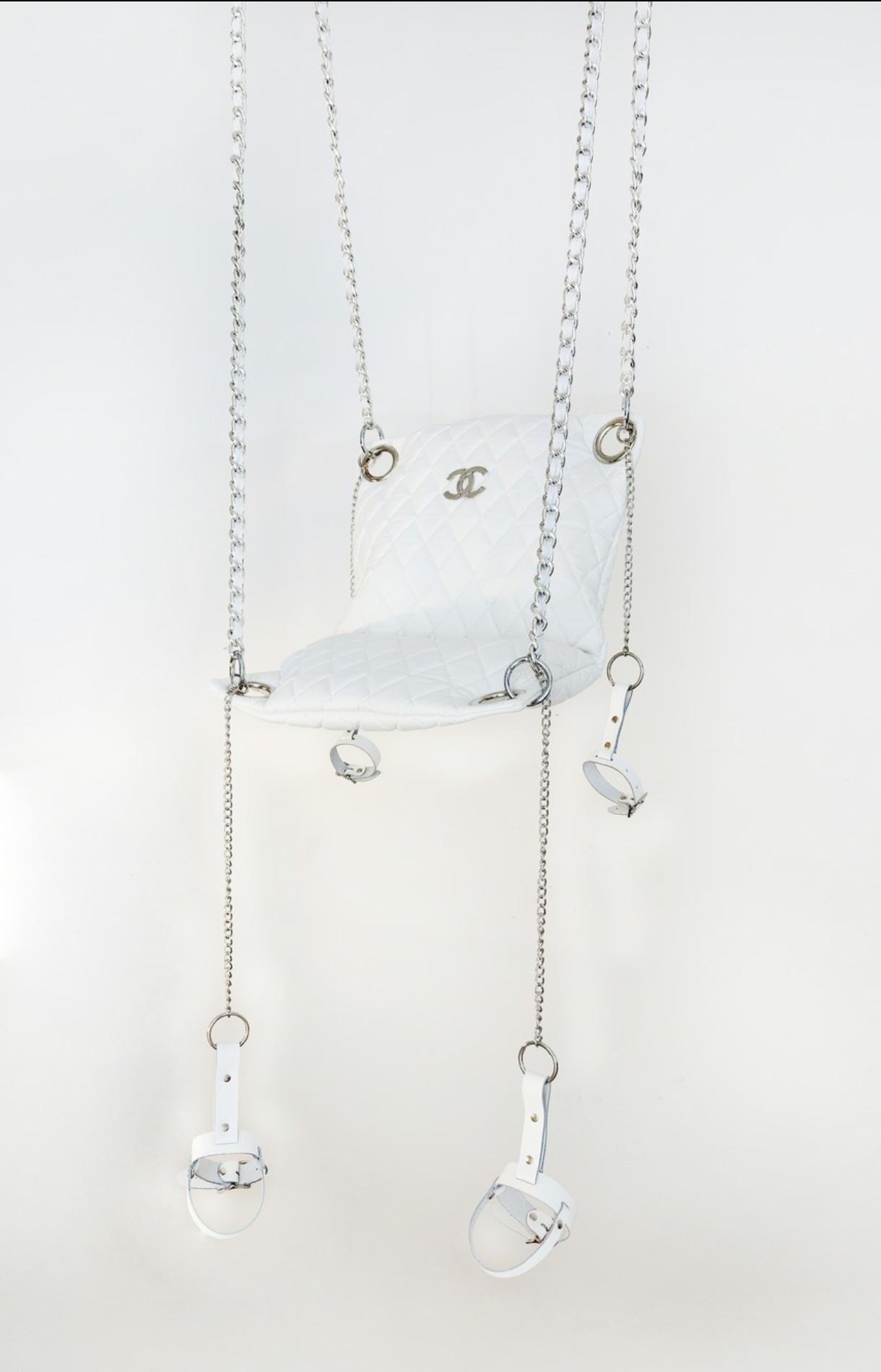 The Swing (Dior) , 2015 Cuir, corde et matériel de bourse.
