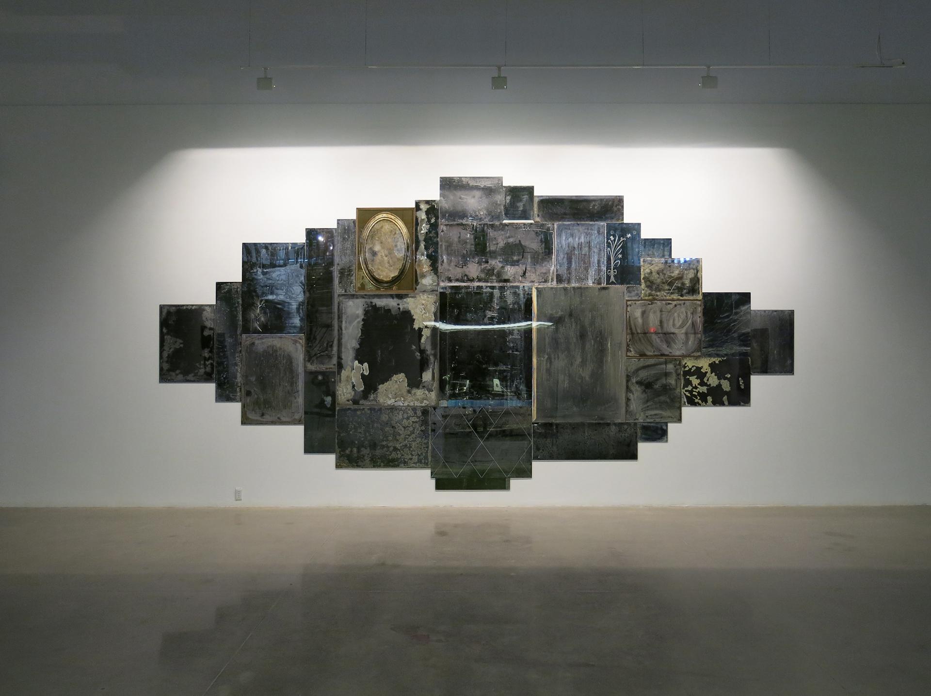 Vanités 04 , 2013 Impression au jet d'encre, acrylique, acier 332 x 680 cm