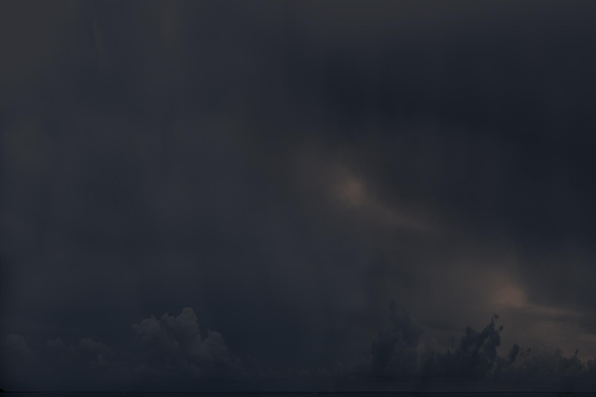 Bleu , 2013  Impression au jet d'encre, acier 107 x 160 cm