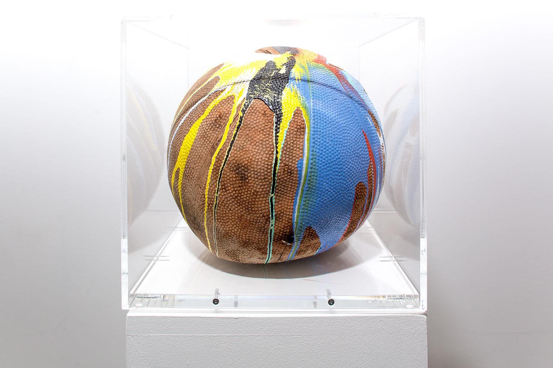 """Tsunami Study 29 , 2018. Items trouvés, peinture acrylique et plexiglas, 9 ¾"""" x 9 ¾"""" x 9 ½""""."""