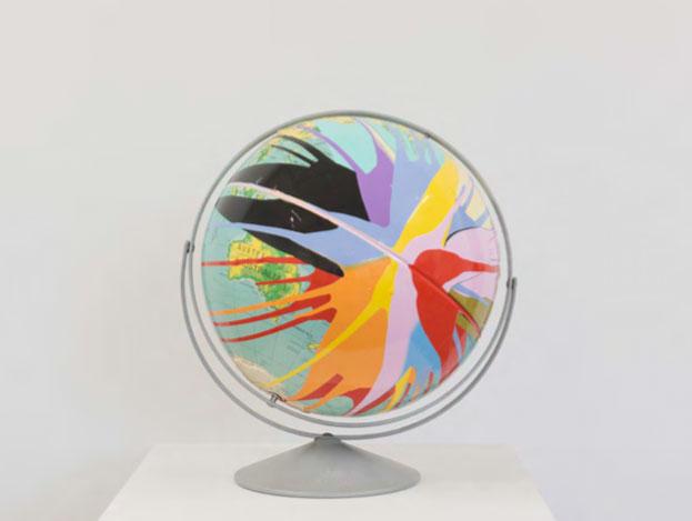 "Pacific Trash Gyre Nº28 , 2016. Globe usiné, acier, peinture latex, 19"" x 15"" x 15""."